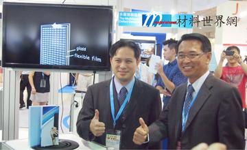 圖七、工業局長吳明機(左)對工研院的研發成果深表肯定