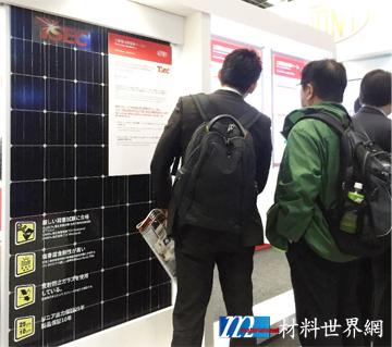 圖六、元晶太陽能科技展出的單晶PERC模組採用了杜邦™ Solamet® 導電漿料,太陽能電池效率達到21.15%,模組功率輸出達305瓦(60片)