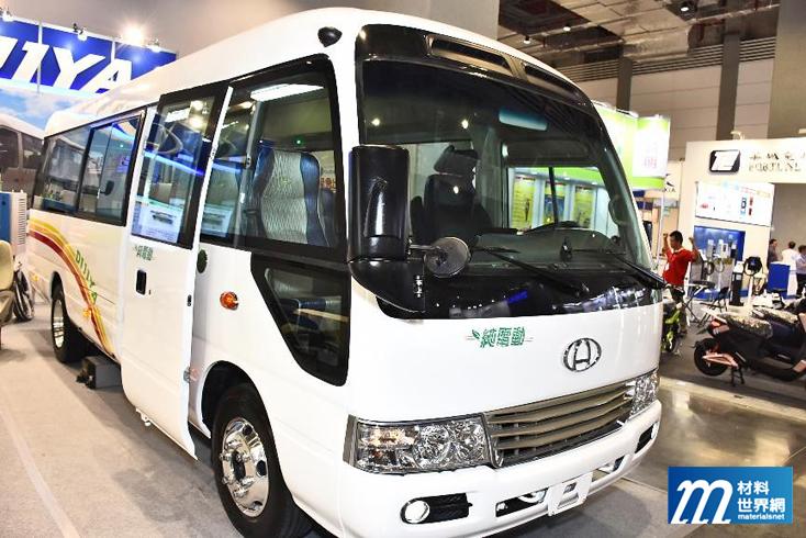 圖十、迪吉亞展出純電動小巴士,電池、機電、控制等均為國內自製,動力單元具有快拆功能