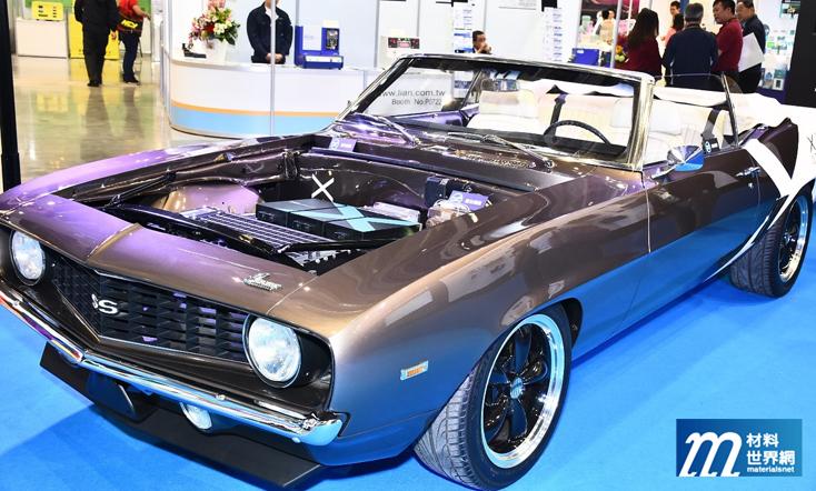 圖一、行競科技展示的純電動力美式肌肉車Camaro SS,動力輸出達310匹馬力,且在0~4,500 rpm中,都能有430 Nm的扭力輸出