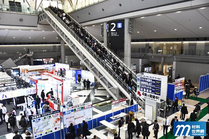 圖一、電扶梯上滿滿人龍,切換在NEPCON各個不同展場之中