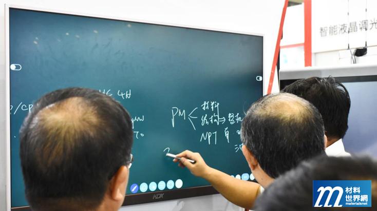 圖五、康德新展出大尺寸電容觸控顯示器,採ITO膜貼合方式製作